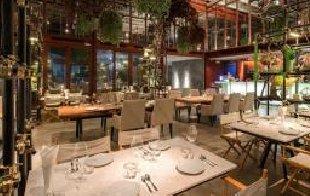 中式餐厅设计常选用实木家具做配饰