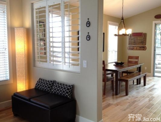 <b>装修客厅餐厅如何设计隔断  客厅与餐厅隔断设计</b>