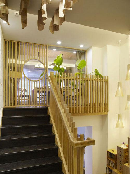 原生态餐饮店楼梯区域装修设计案例效果图